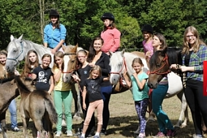 Letní tábor s koňmi v J. Čechách na 9 či 10 dní pro děti 8–18 let...