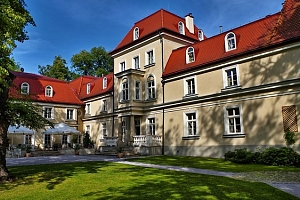 4–6denní luxusní pobyt pro 2 se snídaněmi v hotelu Dwór Sieraków**** u polského Krakova...