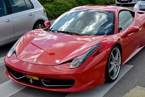 Jízda ve Ferrari 458 Italia na polygonu v Hradci králové...