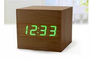 LED designové dřevěné hodiny s hlasovým ovládáním, které se hodí do každé domácnosti...