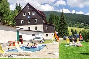 Krkonoše v horském hotelu Flora s polopenzí a vytápěným venkovním bazénem...