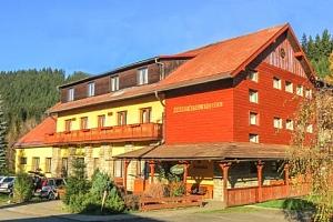 Beskydy: Horský hotel Kyčerka *** ve valašské přírodě s polopenzí a kuželkami...