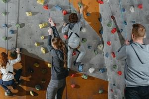 Kurz lezení na umělé stěně pro začátečníky i pokročilé...