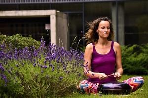 Jóga pro zdravé tělo a klidnou mysl - Jóga pro zdravé tělo a klidnou mysl vychází z tradiční hatha…...