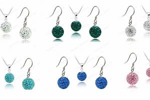 Třpytivé sety Samballa naušnice + řetízek s přívěskem v mnoha barvách se zářivými krystalky....