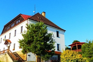 3denní pobyt pro 2 s polopenzí, masáží a vínem v hotelu Hořice na Šumavě...