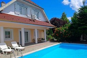 3–4denní pobyt pro 2 s neomezeným vstupem do bazénu a slevami u Balatonu v Maďarsku...