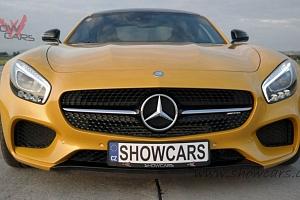 Oslňující jízda ve voze Mercedes Benz...