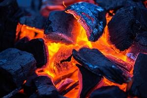 Firewalking – chůze po žhavém uhlí...