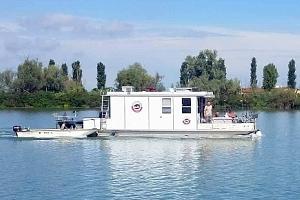 Týdenní plavba na hausbótu na řece Pád...