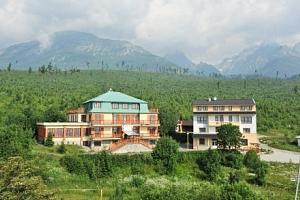 Vysoké Tatry v Miramonti Resortu s polopenzí, saunou, električkou a vínem...