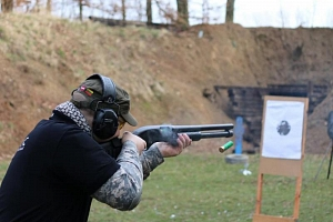 Střelba na venkovní střelnici...