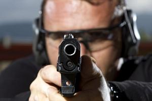 Balíček akční střelby na krytém střelnici...