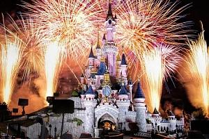 4denní zájezd pro 1 osobu do adventní Paříže s ubytováním a návštěvou Disneylandu...