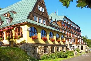 Hotel Tanečnica*** na Pustevnách s polopenzí, bazénem a minifitness...
