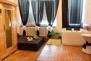Privátní vířivka, sauna a láhev sektu v délce 60 až 120 minut v Hotelu Golf...