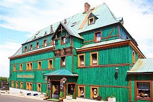 Podzimní Krušné hory v unikátním starobylém hotelu Zelený Dům v centru obce Boží Dar s polopenzí a…...