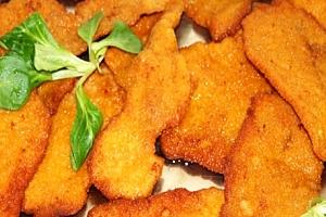 500 g kuřecích miniřízečků s hranolky a domácí omáčkou v restauraci Baba Jaga na Vinohradech....
