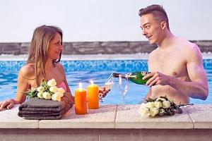 Relax u jezera Hévíz v hotelu s vířivkou a saunou, polopenzí s neomezenou konzumací nápojů +…...
