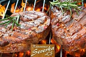 2× 200g steak s dresingem a pečivem v Pardubicích...