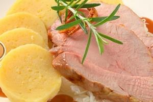 Oběd nebo večeře ve Švejk Restaurant Strašnice...