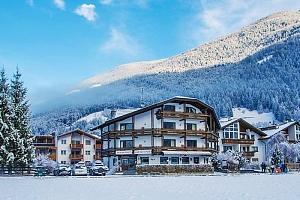 Zasněžené italské Alpy v rodinném hotelu s neomezeným vstupem do wellness a polopenzí + vstup do…...