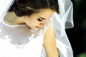 Zapůjčení pohádkově krásných šatů pro váš svatební den nebo polonézu ze salónu Bzenec...