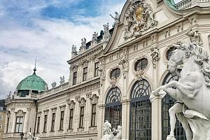 Proslulá Vídeň v hotelu na romantickém břehu Dunaje se snídaní...