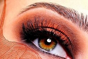 Profesionální úprava obočí a řas s výběrem vhodné barvy od zkušené kosmetičky ve studiu Step....
