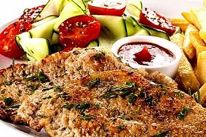 Kuřecí steak, hranolky, tatarka, salát + palačinka v restauraci u Švejka v Praze....