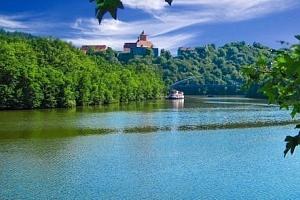 Brno v Hotelu Fontána *** u přehrady s polopenzí, bazénem, vířivkou a saunami...