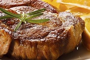 Vepřové steaky nebo krkovička u Švejka pro 2- 3 osoby. Jako sladká tečka zmrzlinový pohár....