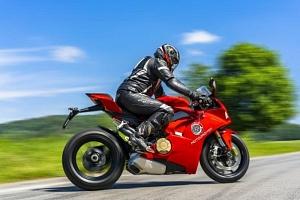 Jízda na motorce Ducati Panigale V4...