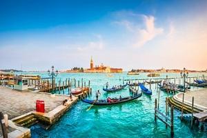 Benátky v novém A&O Venezia Mestre se snídaní a dětmi do 17,9 let zdarma...