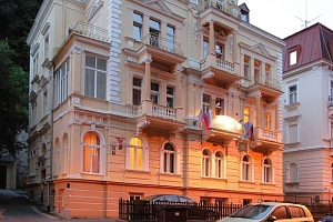 Villa Gloria*** kousek od centra Mariánských Lázní se snídaní...