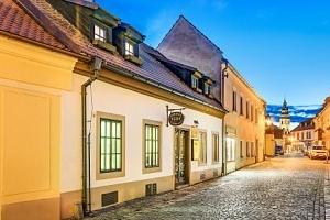 Český Krumlov v penzionu Teddy v historickém centru se snídaní a slevami...