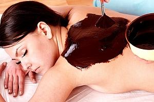 Sauna, masáž včetně zábalu nebo čokoládová terapie pro dva + ovoce či sklenka sektu...