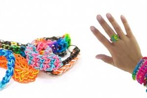 barevné gumičky...