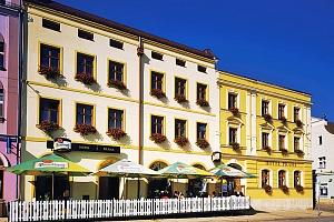 Skalnatý Adršpach a CHKO Broumovsko poblíž Broumovského kláštera s polopenzí...