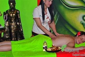 60minutová thajská nebo relaxační olejová masáž pro 1 v salonu Thajský ráj v Praze...