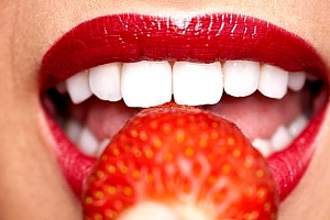 Účinné a šetrné bělení zubů LED lampou a bezperoxidovým gelem s možností remineralizace....