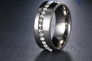 Stříbrný prsten z chirurgické oceli se zirkony- Twisted style SR000040 Velikost: 10...