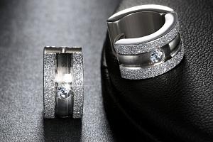 Náušnice z chirurgické oceli kruhové se zirkonem SE000058 Barva: Stříbrná...