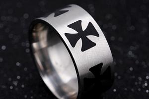 Masivní prsten z oceli s černými Maltézskými kříži SR000063 Velikost: 8...