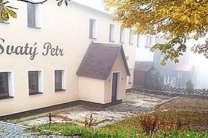 Zima na Božím daru - pobyt pro 2 osoby s polopenzí v penzionu Svatý Petr....