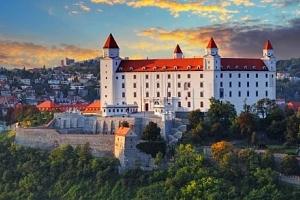 Bratislava: pobyt v zámeckém Hotelu Agatka **** u Šúrského pralesa s polopenzí...