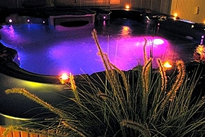 Relaxace v privátní vířivce nebo v sauně pro dva, pro 2 až 4 osoby v salónu Thani spa....