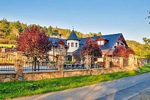 Posázaví: romantický pobyt na Zámečku Kaliště *** s polopenzí, vínem a saunou...