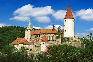 Romantické Křivoklátsko v penzionu přímo pod hradem + džbánek vína, káva se zákuskem a polopenze –…...