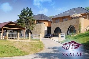 Morava v létě 2019: vinařský pobyt na 5 dní pro dva s polopenzí...